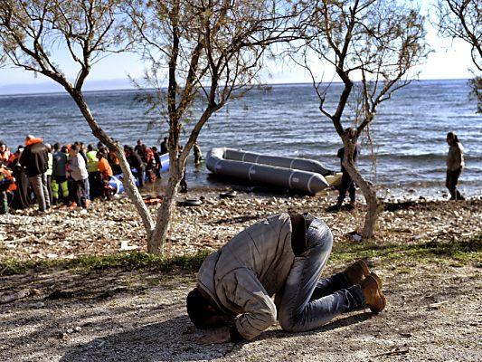 Offenbar brennt es im Flüchtlingslager Moria auf Lesbos