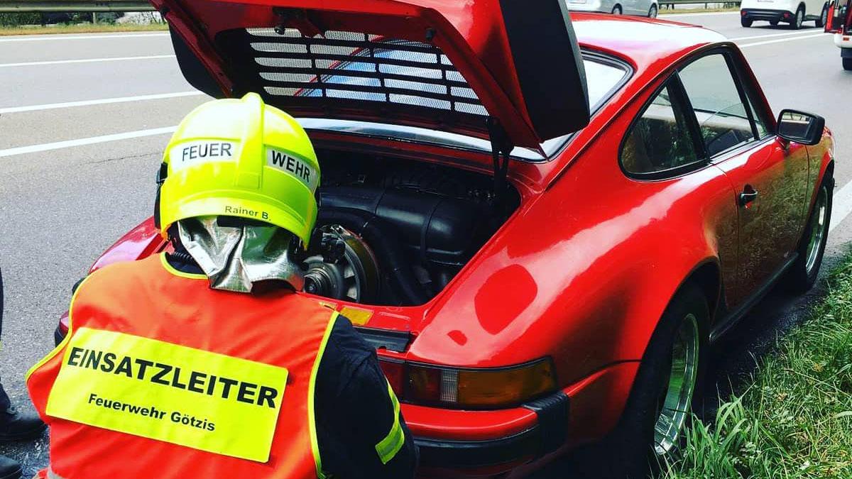Vorarlberg: Porsche fängt auf A14 plötzlich Feuer