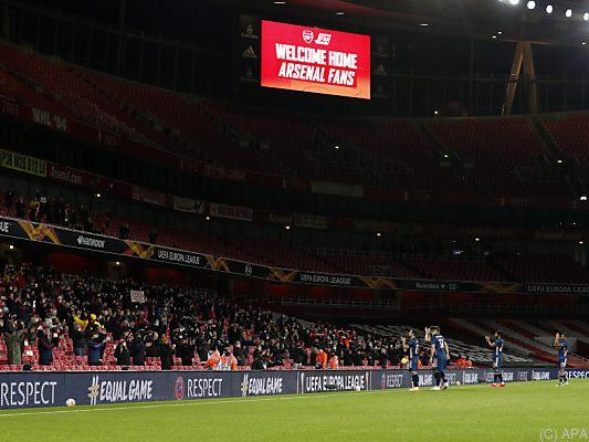Fans-in-England-wieder-in-Stadien-London-Derby-am-Sonntag