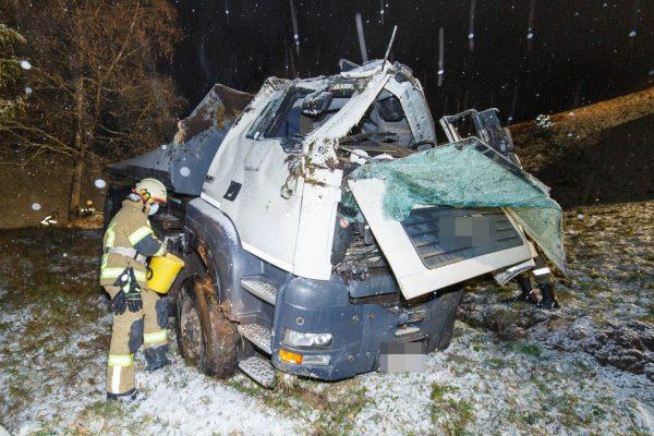 Vorarlberg - Unfall in Marul: 22-Jähriger stürzt 50 Meter mit Lkw ab