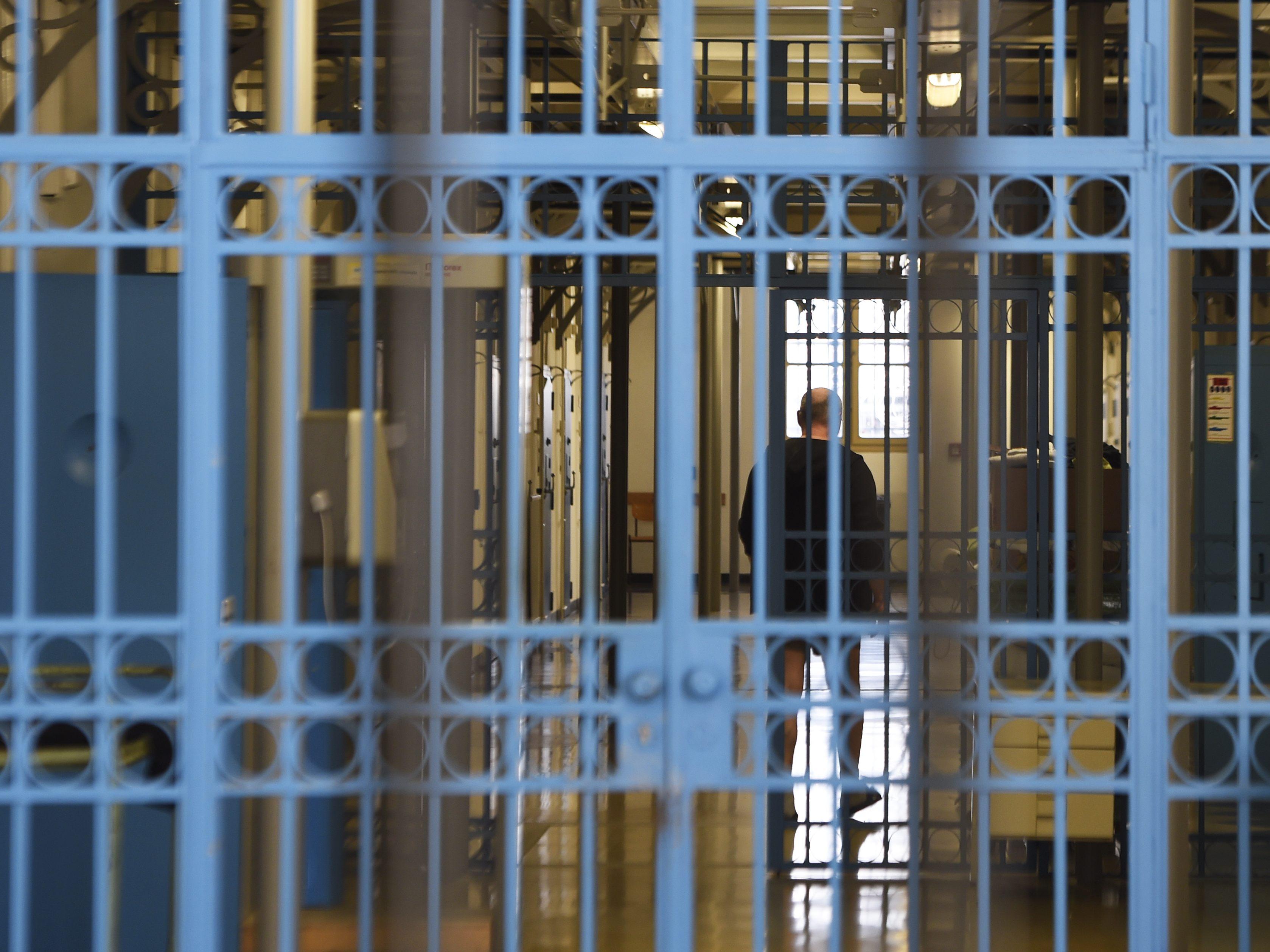 15-J-hriger-stach-in-Wiener-Park-auf-Mann-ein-4-5-Jahre-Haft