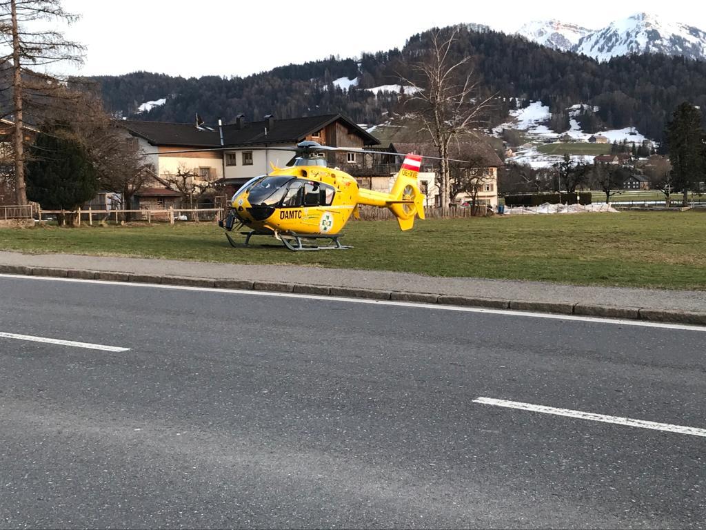Mit Schlepper umgekippt - 59-Jähriger verletzt