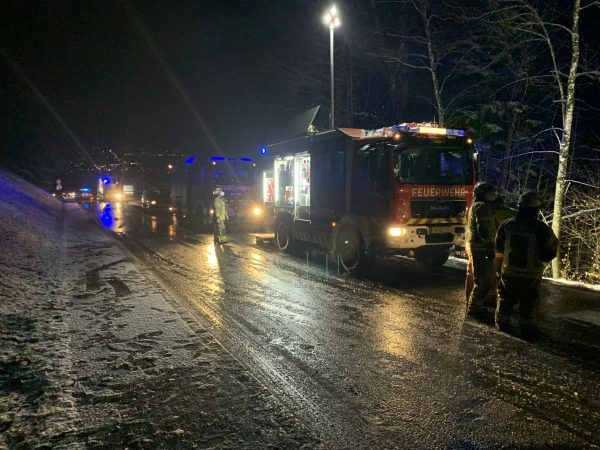 Stadtbus 15 Meter tief abgestürzt