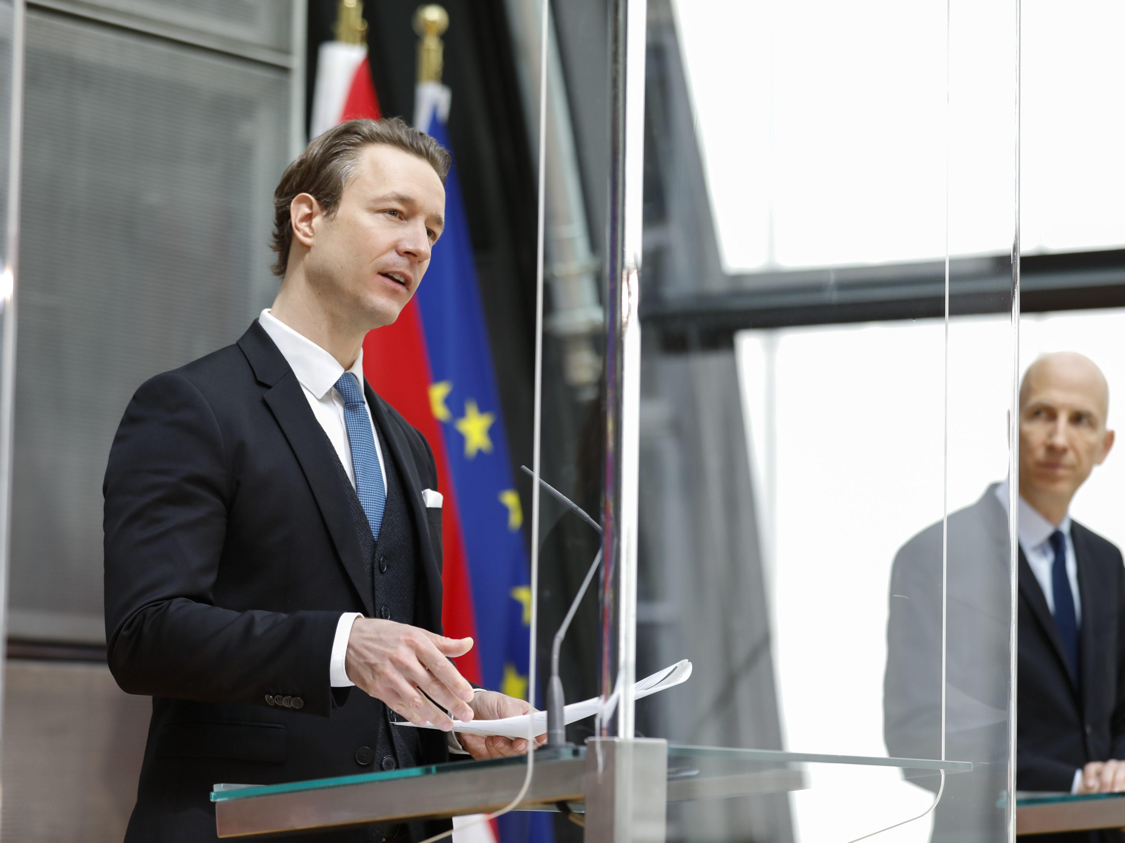Live-Pressefoyer-nach-dem-Ministerrat