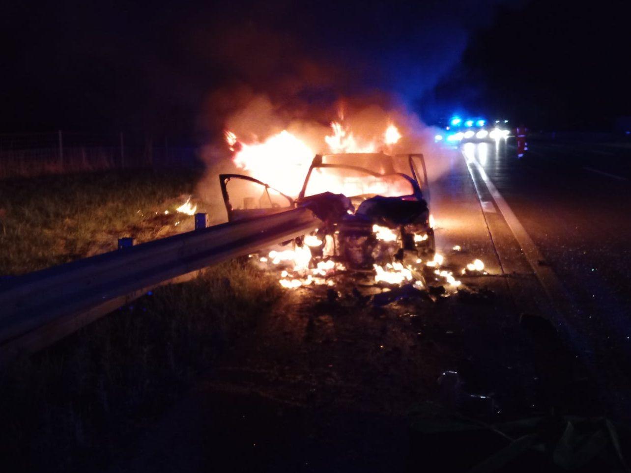 schwerer-unfall-auf-a1-auto-von-leitschiene-durchbohrt