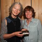 Künstlerin Edith Rinner (gestaltete das Design für die Zotter Jubiläumsschokolade) mit Bettina Mayer - Künstlerin Edith Rinner (gestaltete das Design für die Zotter Jubiläumsschokolade) mit Bettina Mayer