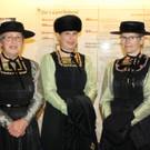 In Tracht: Irmgard Schwärzler, Melitta Ratz und Marianne Olsen-Rehm. - In Tracht: Irmgard Schwärzler, Melitta Ratz und Marianne Olsen-Rehm.
