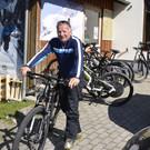Claudio- noch in den Skischuhen- schon rauf auf´s Bike - Claudio- noch in den Skischuhen- schon rauf auf´s Bike