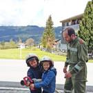 Im Feuerwehrhaus fühlten sich die kleinen Besucher wie richtige Feuerwehrler. - Im Feuerwehrhaus fühlten sich die kleinen Besucher wie richtige Feuerwehrler.
