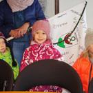 Die von den Kindern gestaltete Dorffahne war bei jedem Ausflug dabei. - Die von den Kindern gestaltete Dorffahne war bei jedem Ausflug dabei.