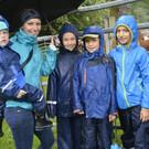 Auch diese junge Truppe lässt sich vom Wetter den Spaß nicht verderben. - Auch diese junge Truppe lässt sich vom Wetter den Spaß nicht verderben.