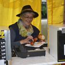 Auch hinter der Kassa schmeckt die Grillwurst. - Auch hinter der Kassa schmeckt die Grillwurst.