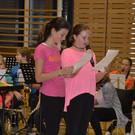 Heidi und Lea führten duchs Programm - Heidi und Lea führten duchs Programm