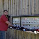 Vizeobmann Andreas Hofer, die Ladestation wird von einer eignen Solaranlage versorgt. - Vizeobmann Andreas Hofer, die Ladestation wird von einer eignen Solaranlage versorgt.