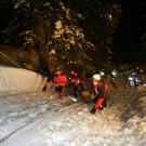 Die Bergung von Fahrer und Gerät gestaltete sich im steilen Gelände äußerst schwierig - Die Bergung von Fahrer und Gerät gestaltete sich im steilen Gelände äußerst schwierig