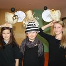 Rebecca, Julia und Martina mit ihren Kunstwerken.. - Rebecca, Julia und Martina mit ihren Kunstwerken..